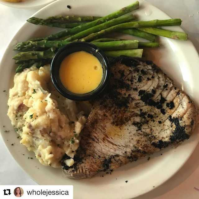 Repost wholejessica getrepost  Had an amazing dinner last nighthellip